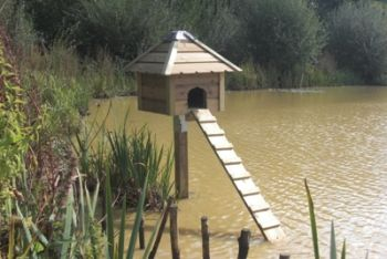 Waterfowl or Duck Nesting Box on post