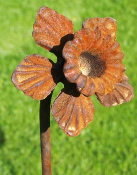 Daffodil Feature Plant Pinn 4ft (Bare Metal/Natural Rust)
