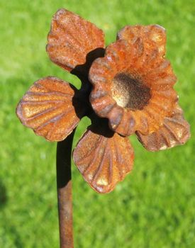 Daffodil Feature Plant Pinn 5ft (Bare Metal/Natural Rust)